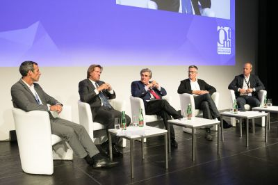 Refinanzierung Out of Media; vrl: Christoph Tonini, Burkchard Graßmann, Michael Grabner, Jan-Eric Peters, Markus Mair - Medientage 2017 Tag1 am Erste Campus, am 20.09.2017 | (c) Medientage/Brunnbauer
