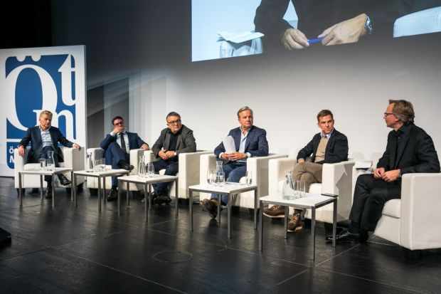 Holger Enßlin (Sky), Thomas de Buhr (DAZN), Franz Manola (ORF), Marcus Englert (Solon Management Consulting), Christoph Schneider (Amazon Video) und Andreas Bierwirth (T-Mobile) - v.l.n.r.