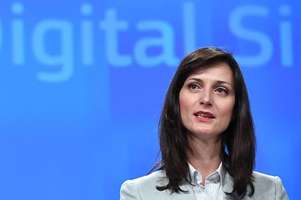 European Commissioner for Digital Economy and Society Mariya Gabriel addresses a press conference on the Commission initiatives to tackle the spread of disinformation online and to increase transparency and fairness between platforms and businesses, at the European Commission in Brussels on April 26, 2018. / AFP PHOTO / Emmanuel DUNAND