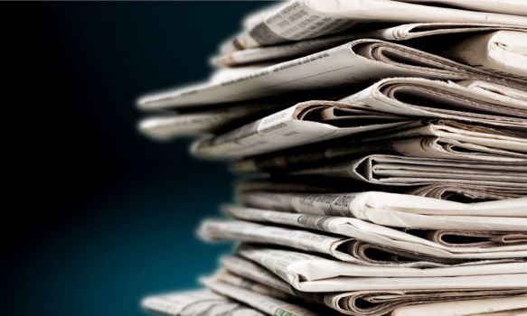 210;paper;newspaper;news;pile;pile of newspapers;print media;pap